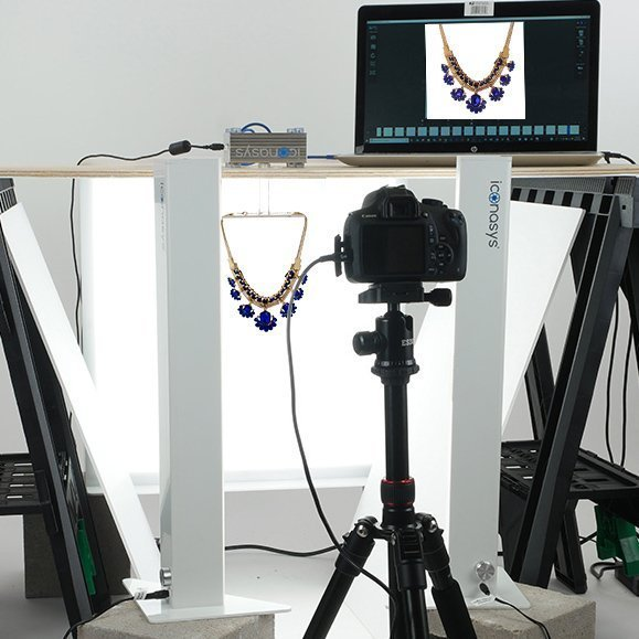 360 Necklace photography on a hanging Kit