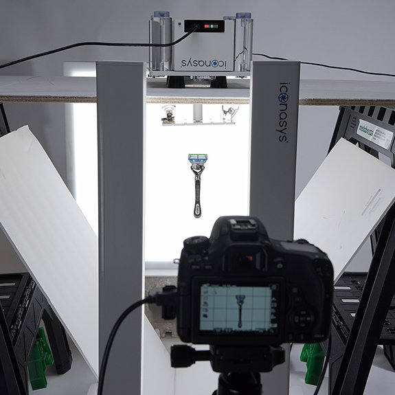 360 product view: Hanging Razor